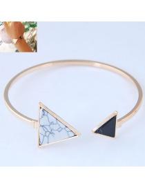 Brazalete Decorado Con Triángulos